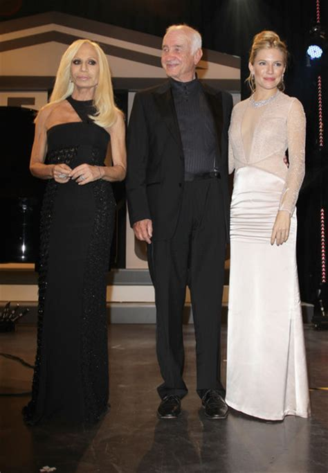 Donatella Says More Skirts by More Pics Of Donatella Versace Evening Dress 3 Of 17