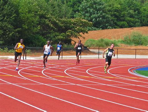 how to race the 200 meters youtube sprint forever photo 200 meter race southeastern