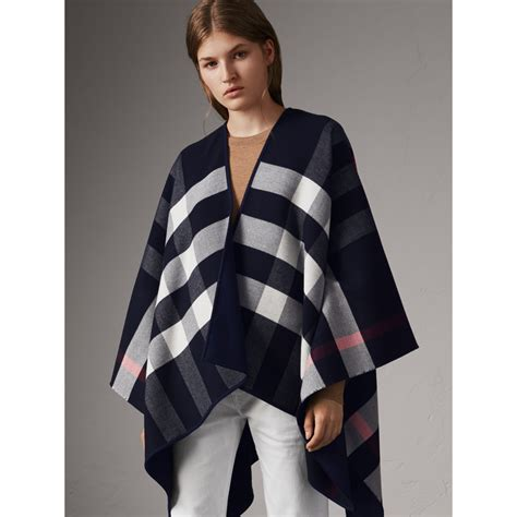 X91 Nzm 650 Knit Cape reversible check merino wool poncho in navy