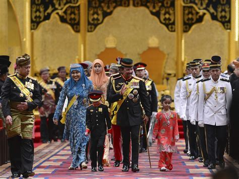 Brunei Search The Royals Of Brunei Lead Lives Of Almost Incomprehensible Wealth Business Insider