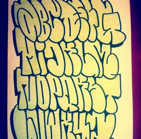 lettere stile graffiti les 25 meilleures id 233 es de la cat 233 gorie alphabet graffiti