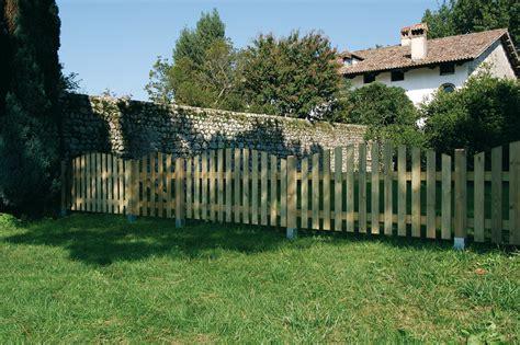 staccionata in legno per giardino staccionate in legno giardino recinzioni e staccionate