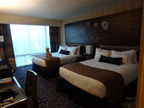 two bedroom suites anaheim 2 bedroom suite 2103 2105 at disneyland hotel in anaheim