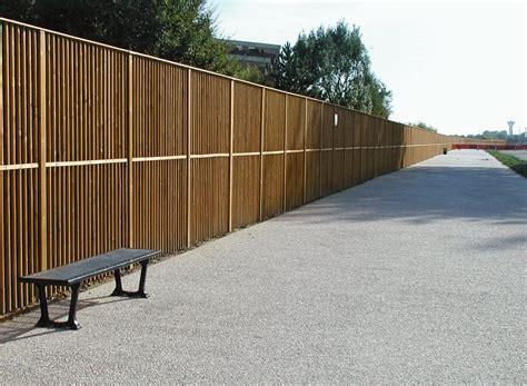 in legno giardino recinzioni in legno per giardino molto originali