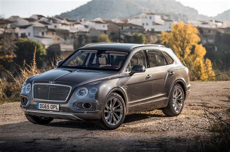 bentley bentayga 2017 2017 bentley bentayga first drive review automobile magazine