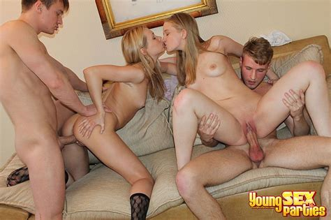 Young Sex Parties Teen Foursome Pounding Albúm De Fotos