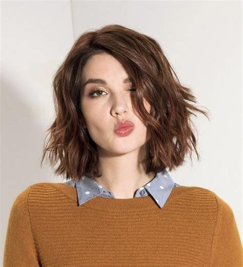 modne fryzury do ramion 2017 2018