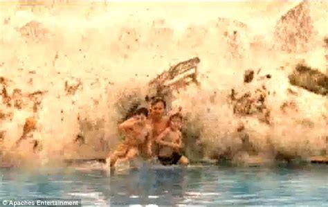 film tsunami in thailand naomi watts and ewan mcgregor put on a dramatic