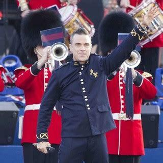 Pop Nosh Robbie Williams Does Rehab by Pop Robbie Williams Leaves Rehab