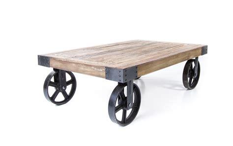 table basse industrielle sur roues industriel vieux bois