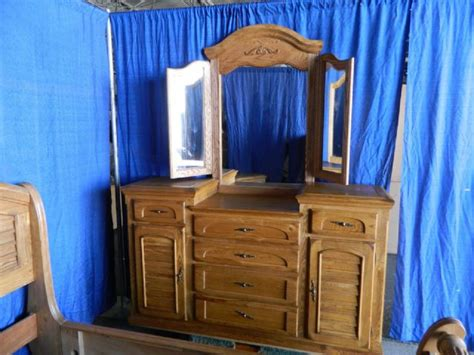 thomasville king or queen bedroom set solid oak dresser thomasville bedroom set solid oak king or queen dallas