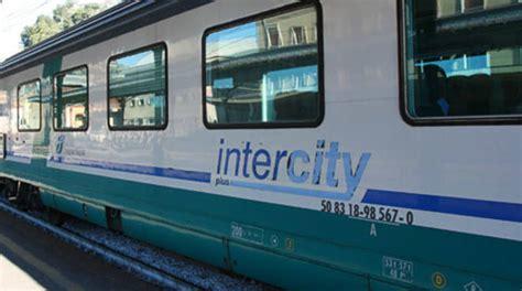 Carrozze Intercity Treni Nessun Sovrapprezzo Per I Pendolari Intercity E