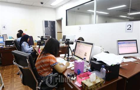 pembuatan paspor online di bali proses pembuatan paspor foto 2 1618478 tribunnews com