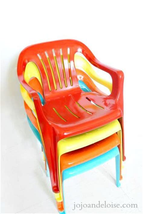 spray paint plastic chairs bring new to your plastic chairs with krylon