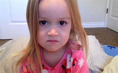 Chloe Little Girl Meme - chloe a princesa dos memes chega ao brasil e ganha