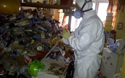 how to clean a hoarder room 20 cleaners just doing their uptourist