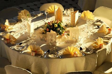 Tischdeko Rund Hochzeit by Tischdekoration Zur Hochzeit Tipps Ideen