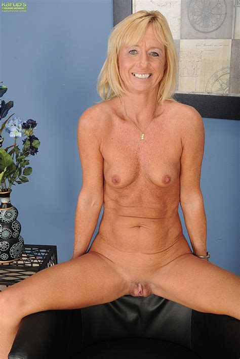 Blonde Milf Casey Ivy Strip Naked Milf Fox