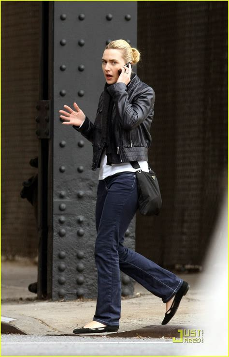 Kate And Take Cell Phones by Sized Photo Of Kate Winslet Cell Phone Walk And Talk