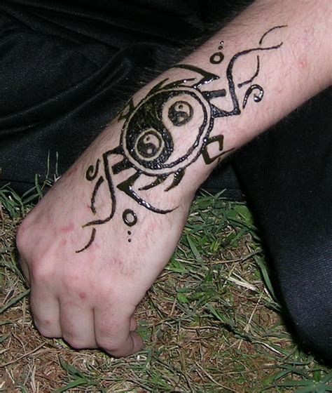 29 fantastic henna hand tattoo designs for men makedes com