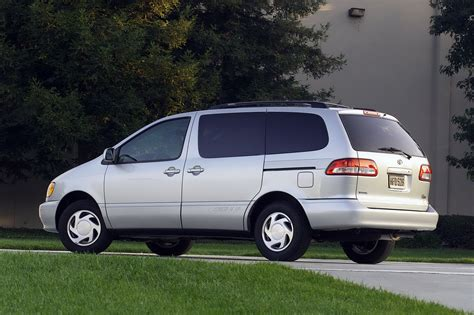 toyota sienna europe 1997 toyota sienna pictures information and specs