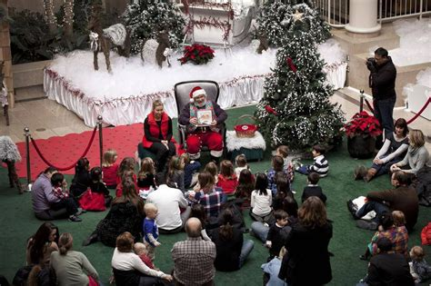 Santa Gardens Elementary by In Pictures Santa Claus At A Mall Near You The Globe