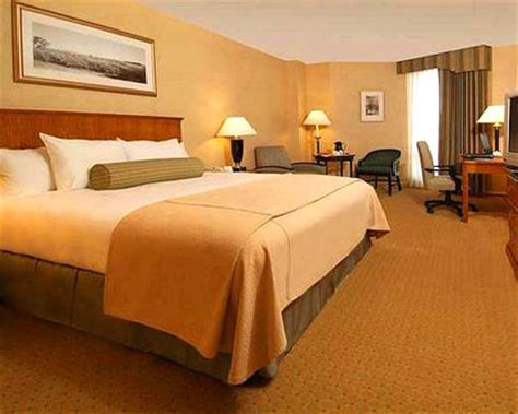 cheap rooms for rent in newark nj newark hotels cheap hotels near newark airport
