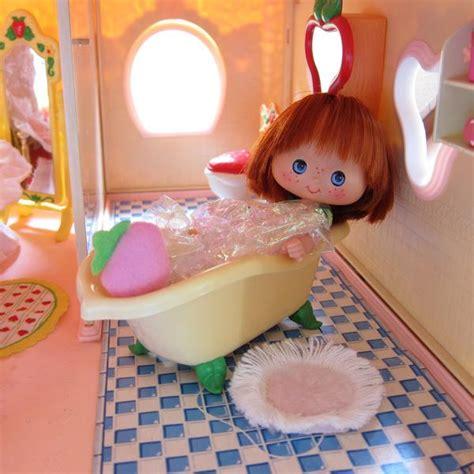 bathtub  strawberry shortcake berry happy home dollhouse brown eyed rose