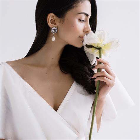 minimal  simple   elegant bridal style