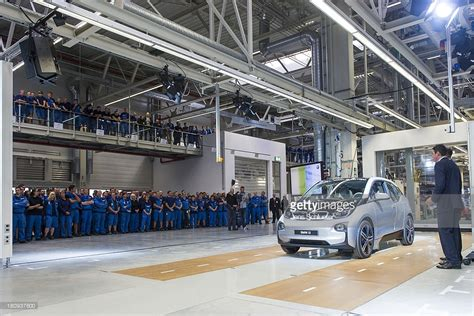 bmw factory assembly line bmw launches i3 electric car production getty images