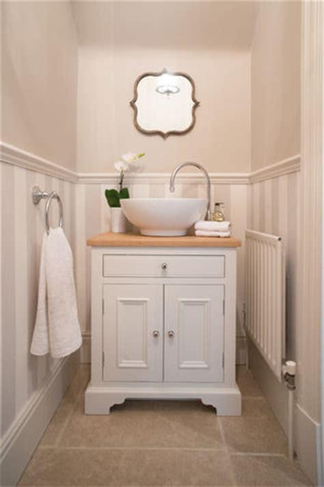 arredamento bagno piccole dimensioni arredo bagno dal gusto provenzale donna moderna