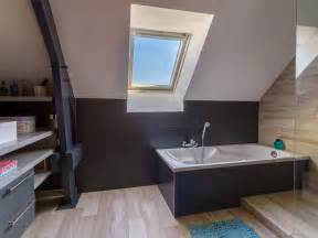 une salle de bains sous pente o 249 tous les espaces sont