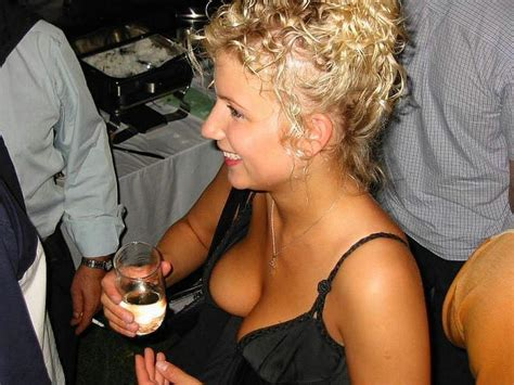 thread accidental down blouse can make your day oops downblouse upskirt nipple slips picture 14