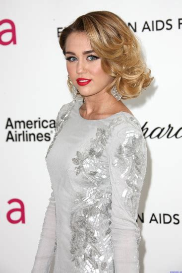 Miley Cyrus New Hairstyle by 20 Best Miley Cyrus Hairstyles And Haircuts Yve Style