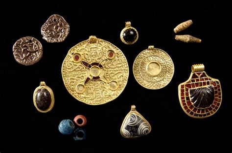 470064 treasures of the anglo saxons making a mark anglo saxon jewellery