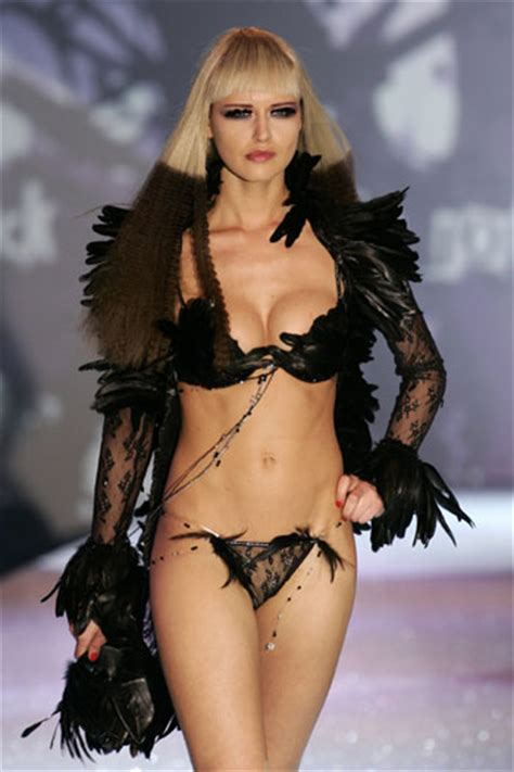 fashion trends lingerie fashion shows