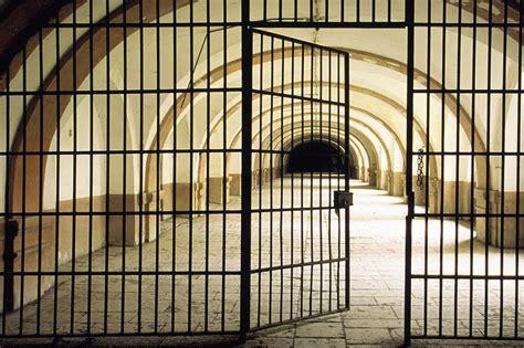 Prison Doors Open by Philosophy In Prison Program At U Missouri Kansas City