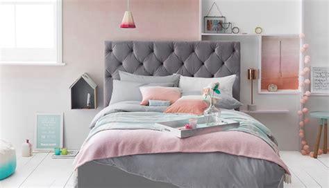 Ordinaire Idee Deco Chambre Cocooning #4: chambre-rose-et-gris-lit-gris-peinture-mur-effet-ombré-rose-et-blanc-parure-de-lit-rose-gris-blanc-et-bleu-clair-coussins-rose-quarts-détails-déco-rose-paquet-blanc.jpg