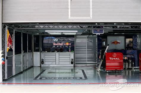 Garage Racing Bull Racing Pit Garage For Webber Bull