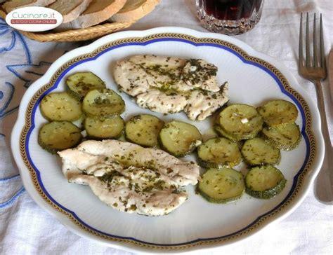 ricette per cucinare i petti di pollo petti di pollo light con zucchine cucinare it