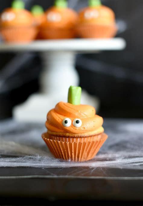 easy halloween cupcakes  pumpkin faces fun squared