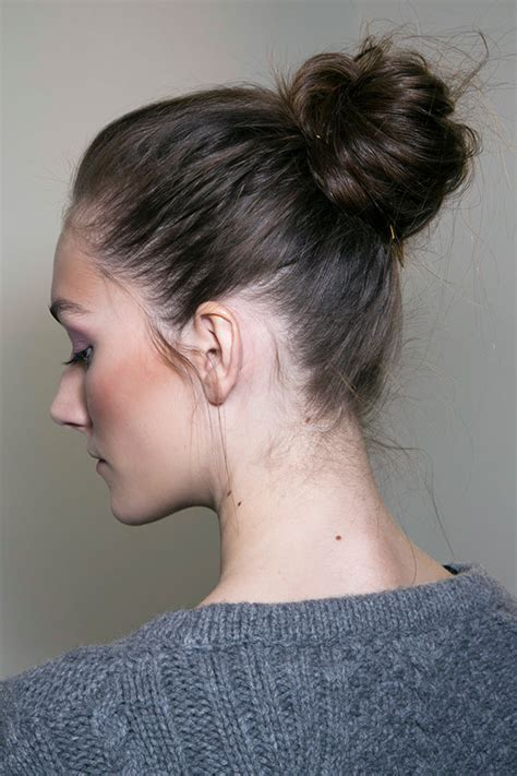 hair on nape of neck looks messy when hair is in a pony tail how to wear a messy bun with long hair stylecaster