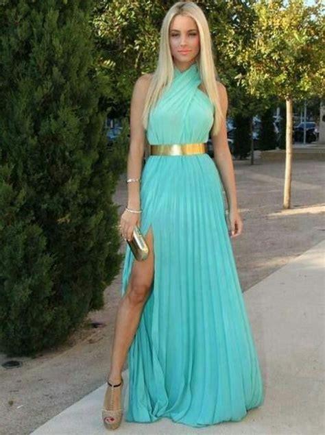 vestido color menta   accesorios dorados moda