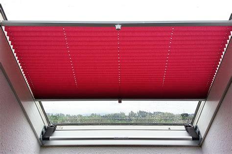 dachfenster jalousie innen plissees rollos insektenschutz f 252 r dachfenster