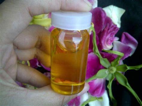 Minyak Bulu5 Putih Minyak Herbal Pengencang Payudara cara membesarkan payudara dengan minyak bulus alami