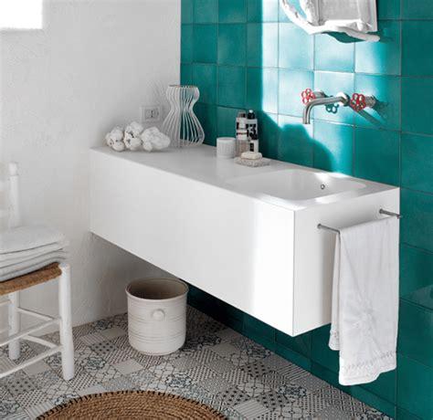 piani bagno in bagno superfici in solid surface per piani lavabi