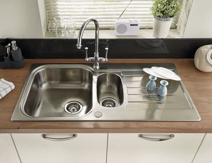 howdens kitchen sinks lamona ashworth 1 5 bowl sink stainless steel kitchen