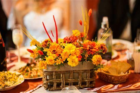 thanksgiving tischdekorationen zu machen schicke und g 252 nstige blumen tischdeko zu ihrer hochzeit