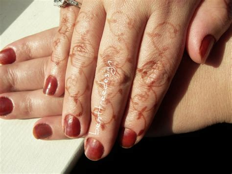 applying henna and cassia onto nails henna blog spot
