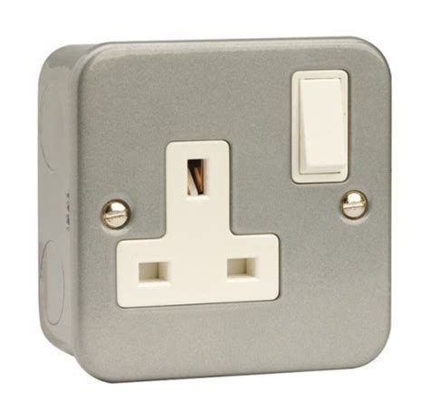 cl035 1 13a dp switched socket outlet